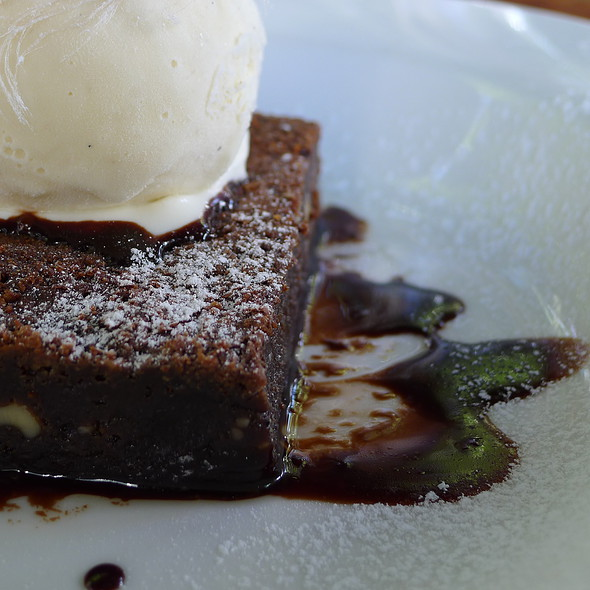 Double Chocolate Brownie, Fairy Floss & Vanilla Bean Ice Cream @ The Winery