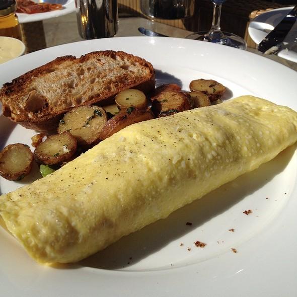 Healthy Turkey Omelette @ Lucy Restaurant & Bar at Bardessono Hotel