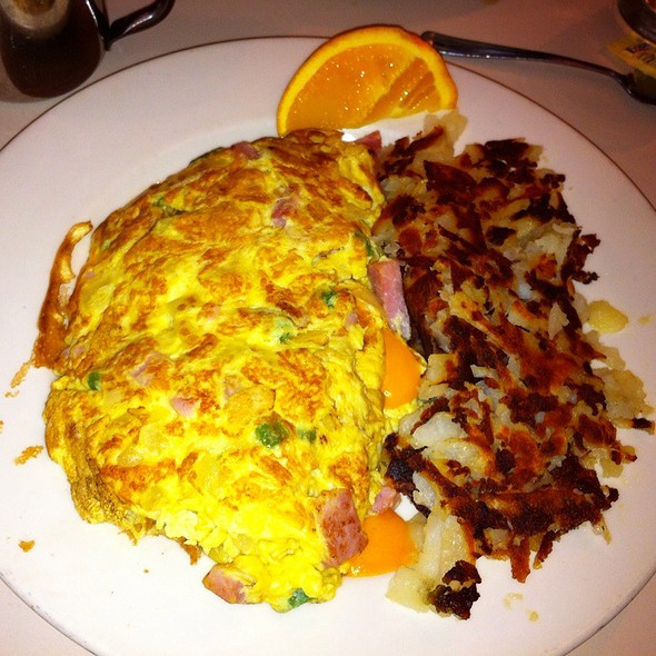 Denver omelette and hash browns @ Nookies