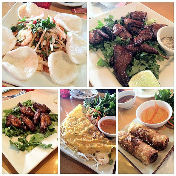 56/366 family style feast at viet bistro at eden center with @thriftydccook @frijolita @arlusk and others.  #instagram366 #366 porn #nofilter @ Huong Viet Restaurant