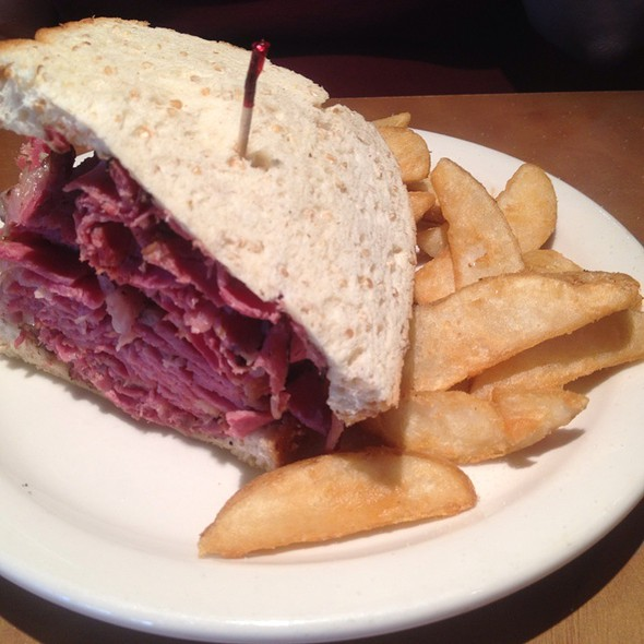 Mile High Pastrami Melt @ Chompie's Deli