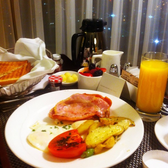 Room Service Breakfast - Azure Restaurant @ the Intercontinental Toronto Centre, Toronto, ON