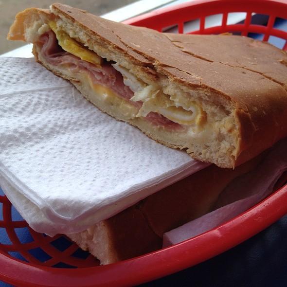 Jamon, Queso Y Huevo @ Panaderia Don Nico
