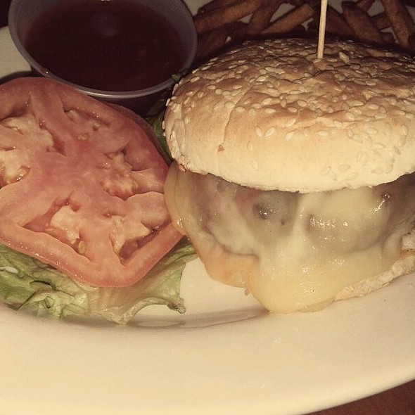 Cheeseburger @ Old Town Bar