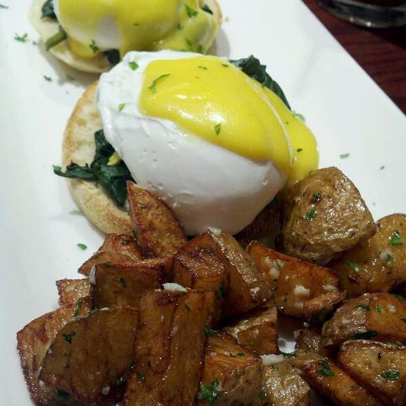 Eggs Benedict Florentine @ Tunicliff's Tavern