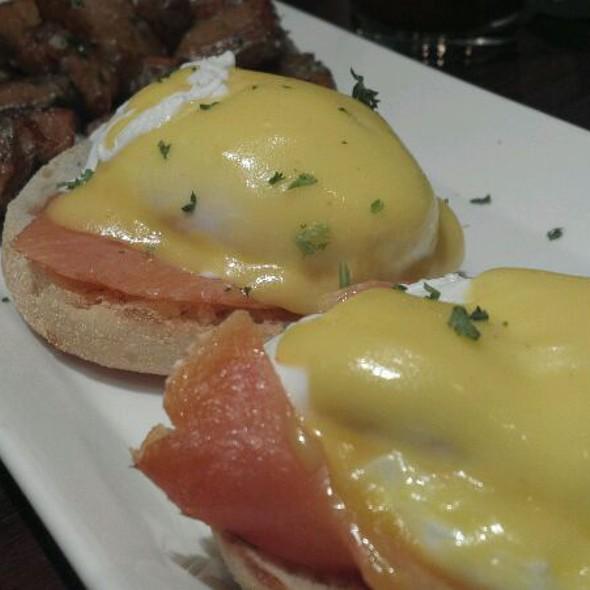 Eggs Benedict Nova Scotia @ Tunicliff's Tavern