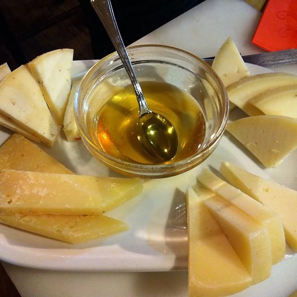 Assiette De Fromage  @ La Bottega Delle Cose Buone Sas Di Sesti Tiziana Beatrice & C.
