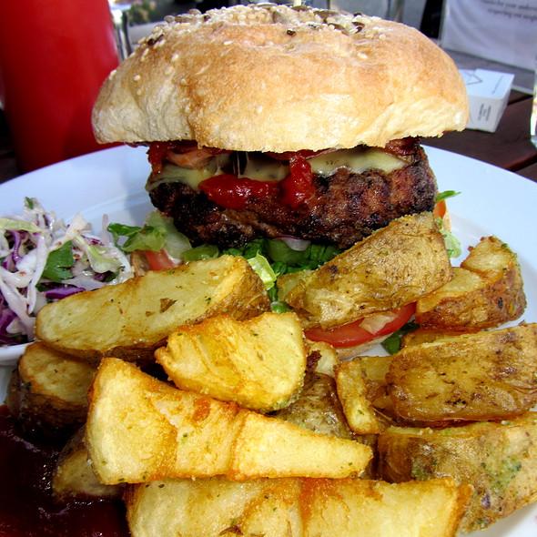 Burger @ Tramway Hotel