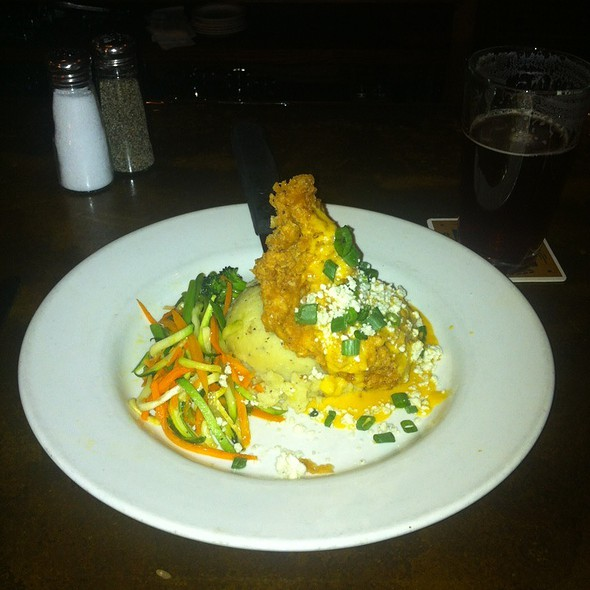 Lemon Tabasco Fried Chicken @ Phantom Canyon Brewing Co