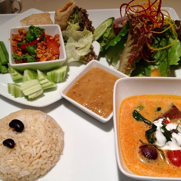 Lunch set @ Khun Churn Mediplex Bangkok
