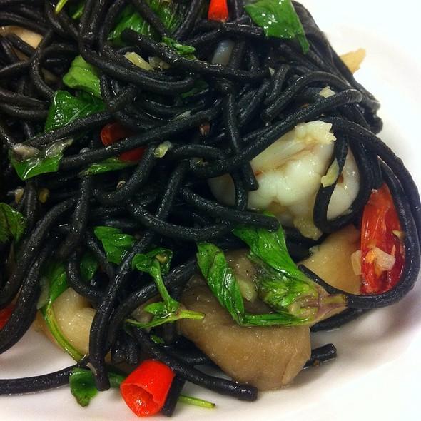Black Ink Spaghetti Spicy Shrimp @ Chef Thanom ท่าเรือ