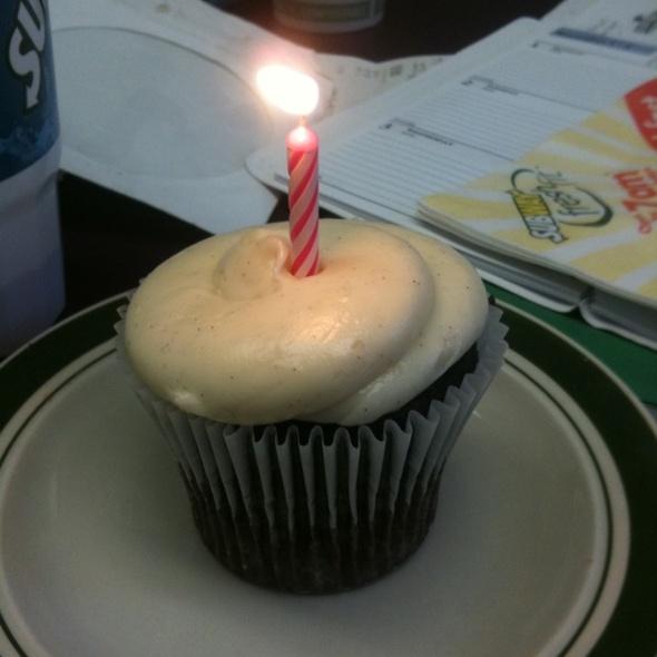 Chocolate Banana Almond Cupcake @ Yummy Cupcakes