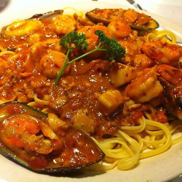 Seafood Ala Diavola @ Reale's Pizza & Cafe