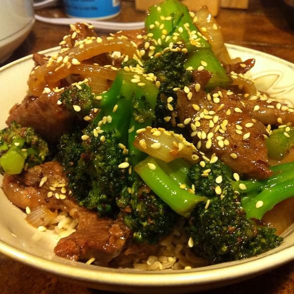 Beef and broccoli @ Babypop