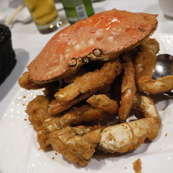 Live Crab w/ Salt & Pepper @ R & G Lounge