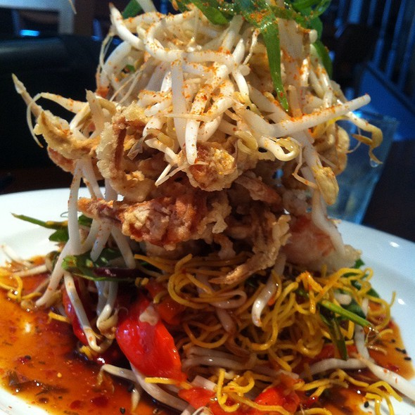 Seven Spreads Soft Shell Crab On Crispy Noodle Salad Topped With Bean Sprout & Soy Sauce Giner Chili Dressing