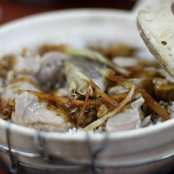Salted fish & chicken clay pot rice @ 四季煲仔飯