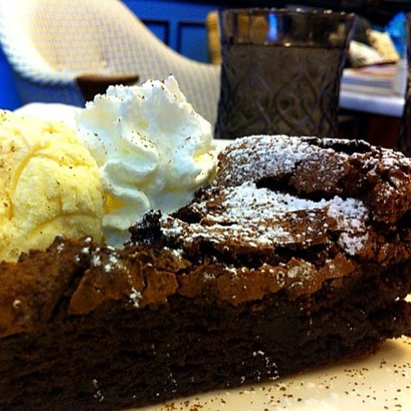 flourless chocolate cake @ Penguin Likes Chocolate
