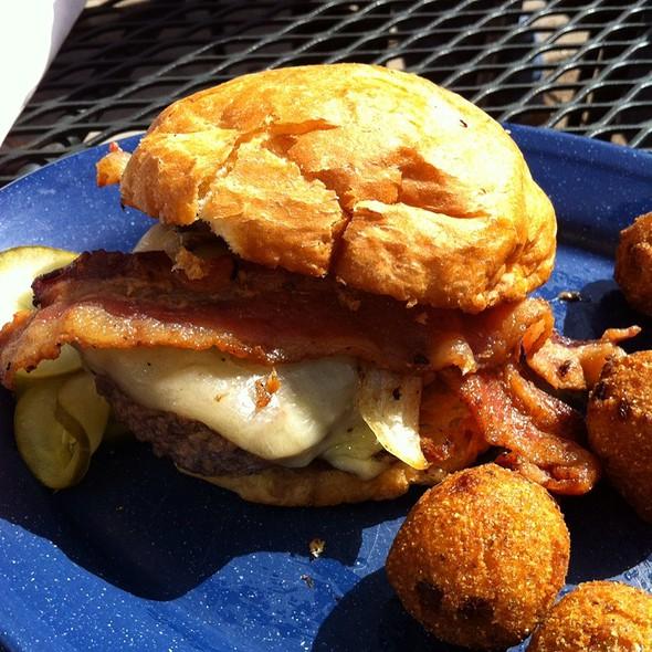 5Oz Burger @ Tin Can Tavern & Grille
