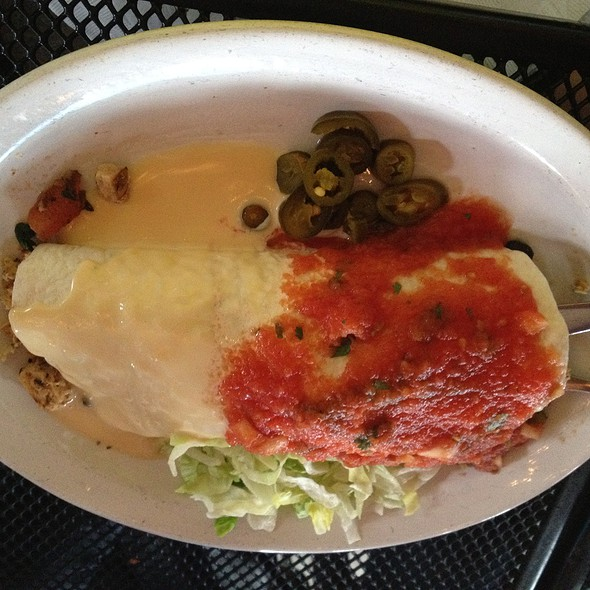 Spinach Burrito with Chicken @ Rojo