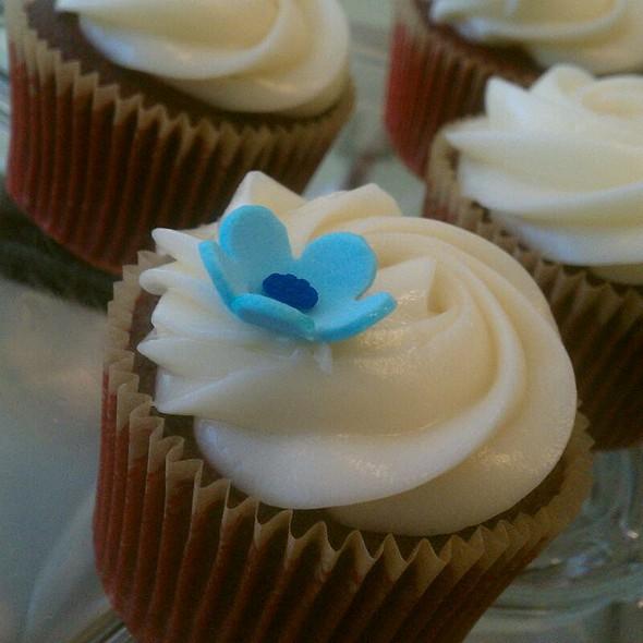 Organic Red Velvet Cupcakes @ Loving Cup