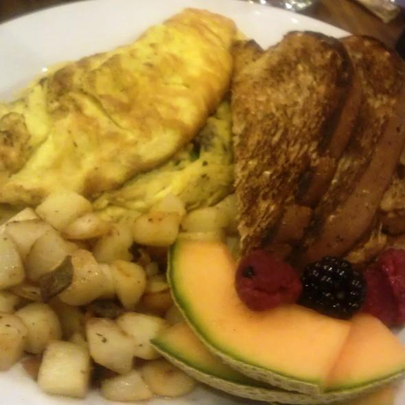 Spinach, Shroom, Cheddar Omelette - restaurant Max, Minneapolis, MN