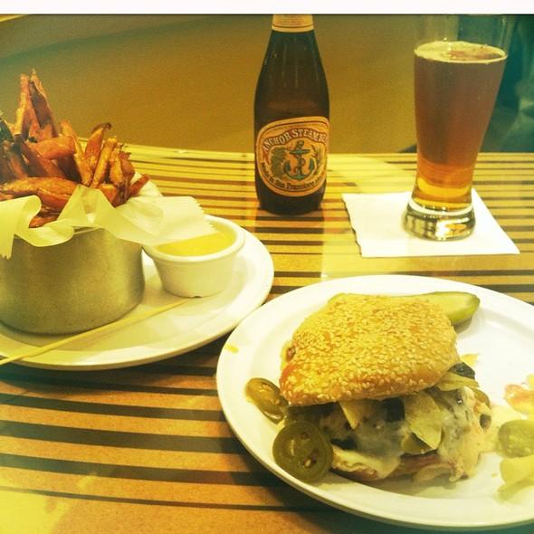 Santa Fe Burger, Crunchified @ Bobby's Burger Palace