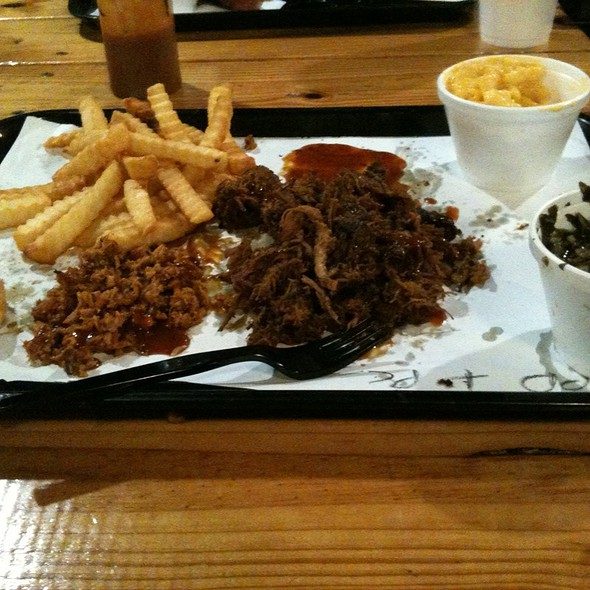 Pulled Pork And Pulled Chicken Dinner @ 4 Rivers