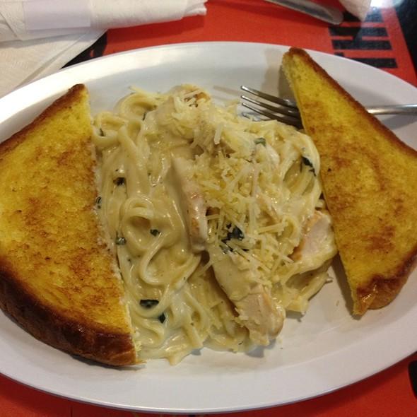 Garlic Chicken Linguine  @ Island Cafe