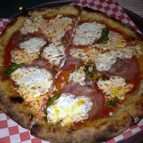 Margherita Pizza @ PizzaHacker