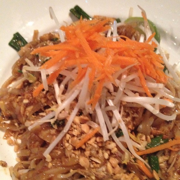 Chicken Pad Thai @ Wok N Fire