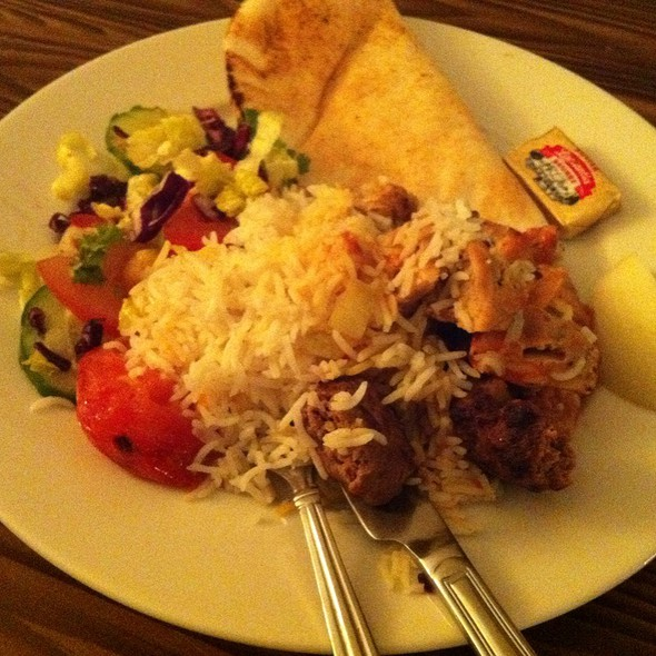 Vaziri Kabob With Chicken, Koobideh, Grilled Tomato, House Salad, Pita And Butter @ Shekarchi Hunter's Kabob