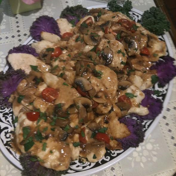 Chicken Marsala @ Annie's Vintage Gourmet Market