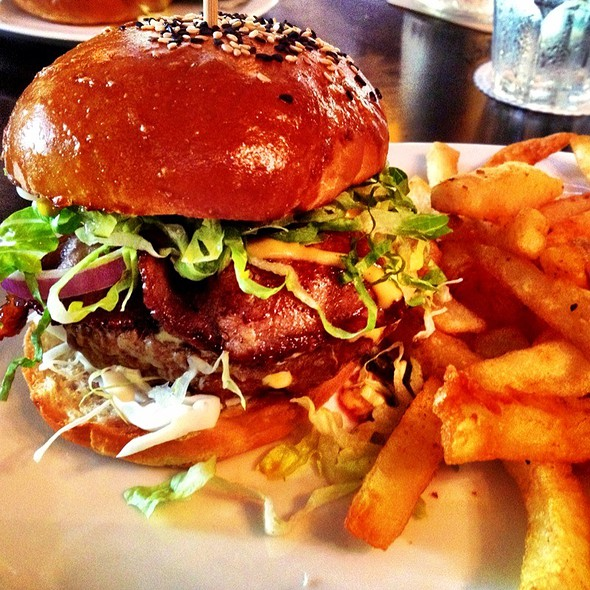 Spruce's Signature Burger With Bacon @ Spruce