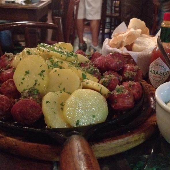 Porçao De Linguica Com Batatas @ 02 12 Samba Bar Restaurante