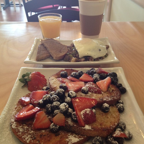 French Toast With Fruit, Egg Hash Browns Toast And Fresh Juice @ Jersey Macs