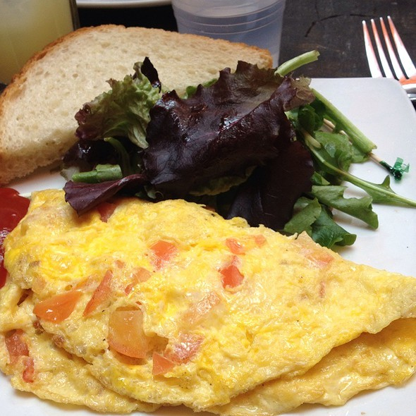 Omelette With Tomatoes & Cheddar