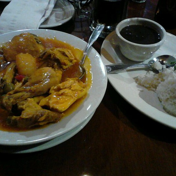 Fricase de Pollo (Chicken) with Black Beans & Rice @ Havana