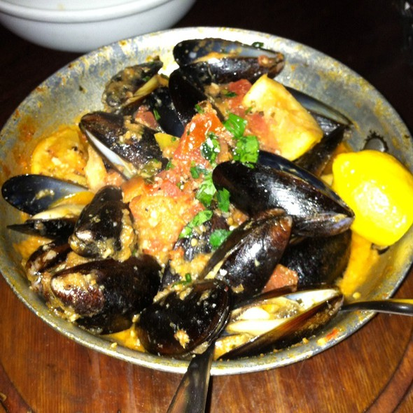 Mussels in Tomato Sauce - Taverna Kyma, Boca Raton, FL