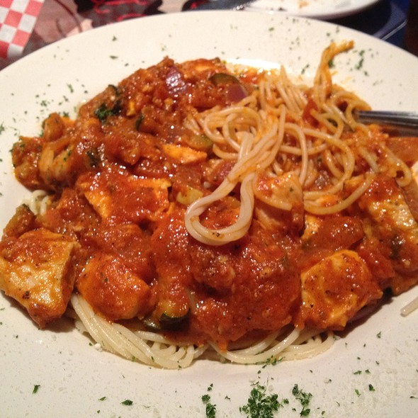 Spahgetti With Vegetables & Chicken  @ Jake's italian bistro and brew house