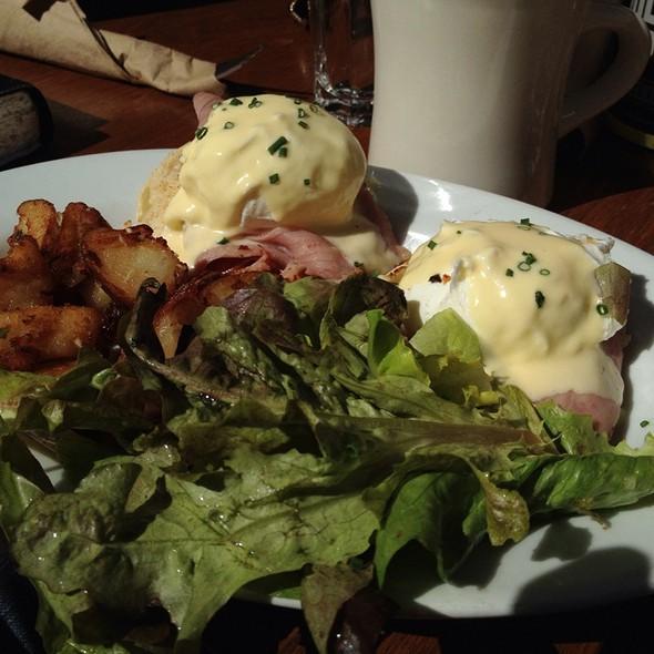 Eggs Benedict @ Chow