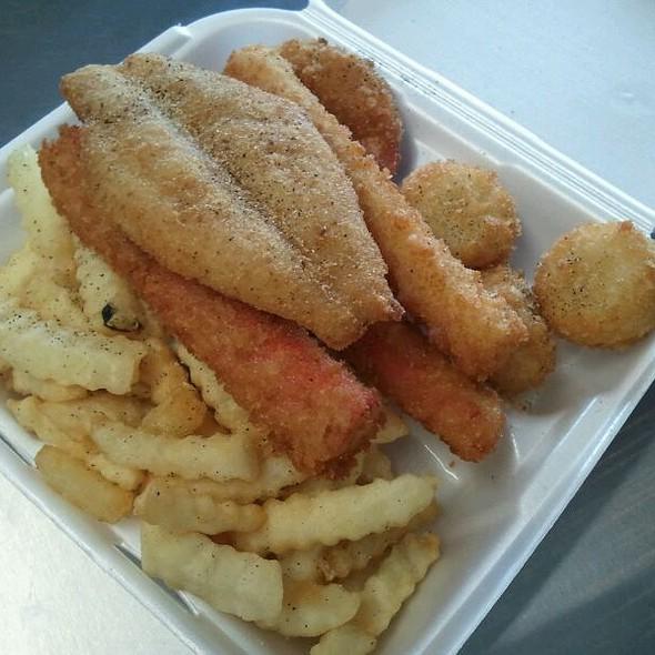 Platter #7 @ Lindy's Seafood