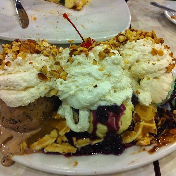 Sundae @ Farrell's Ice Cream Parlour