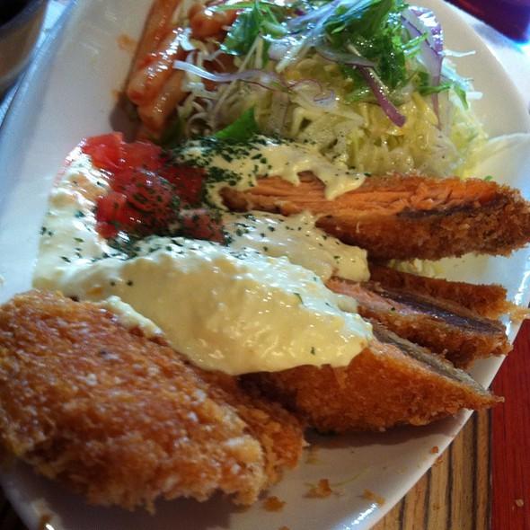 サーモンのフライ フレッシュトマトのタルタルソース添え @ 黒川食堂 中目黒店