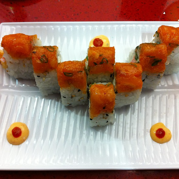 Longhorn Roll @ Roll On Sushi Diner