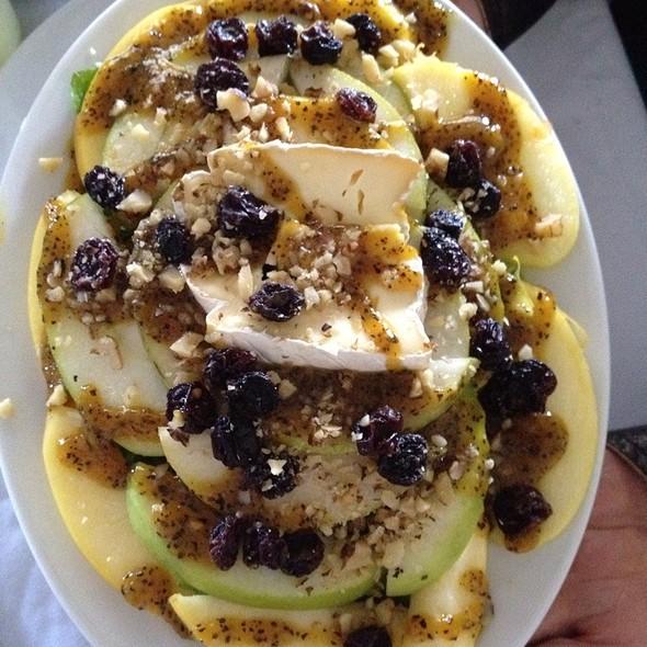 Ensalada De Manzanas Con Salsa De Piña Y Miel @ Casa Grande