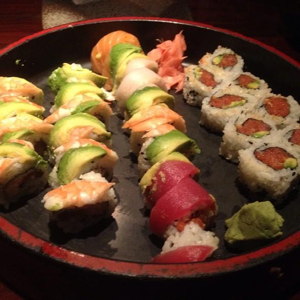 Sushi @ Asahi Teppenyaki & Sushi