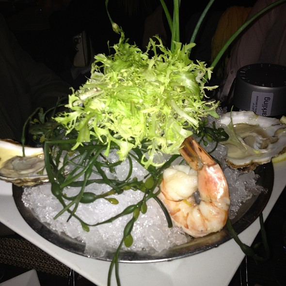 Oysters & Shrimp (Raw Bar) @ Old Homestead Steakhouse
