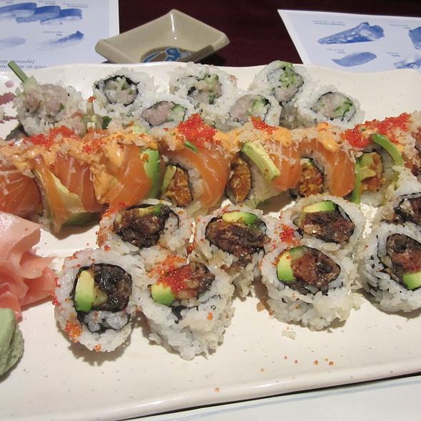 Hamachi Roll @ Oyshi Sushi