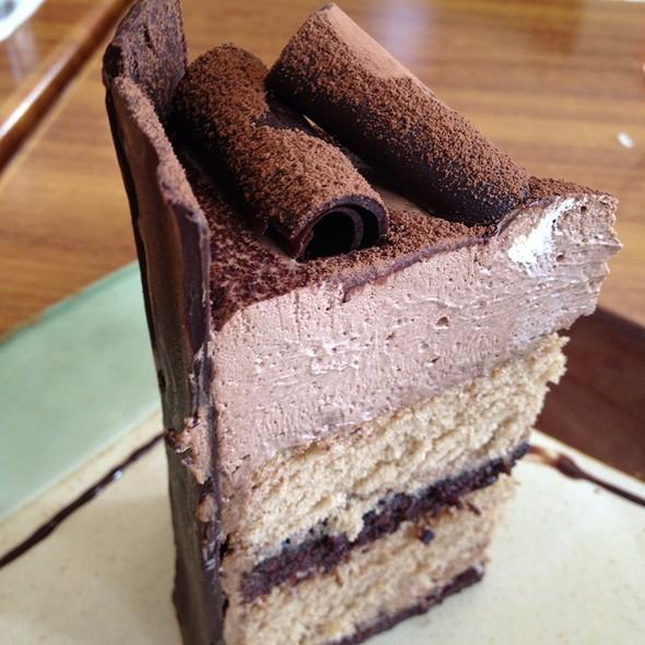 Mocha Manila Cake @ Serye